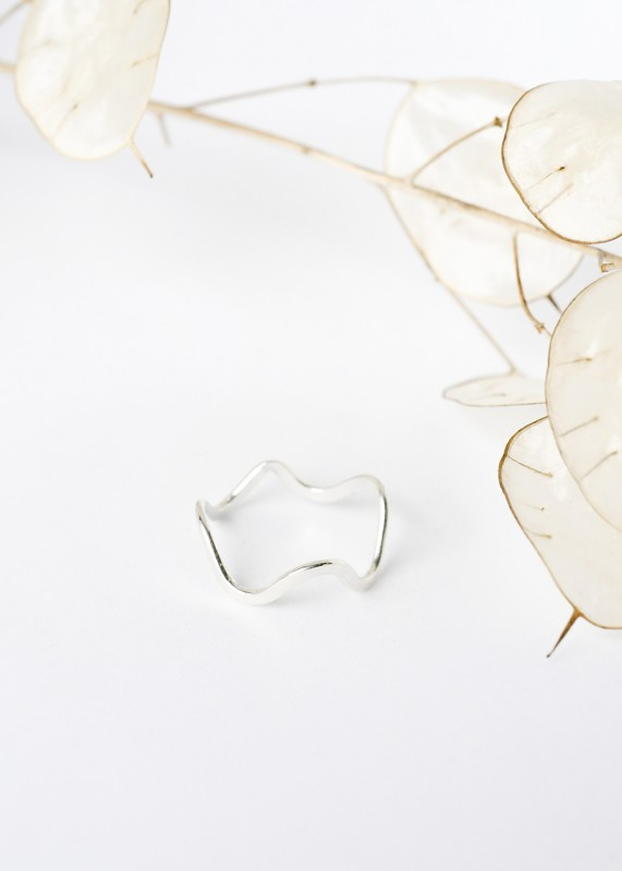 Wild Fawn Abstract Curvy Ring siilber