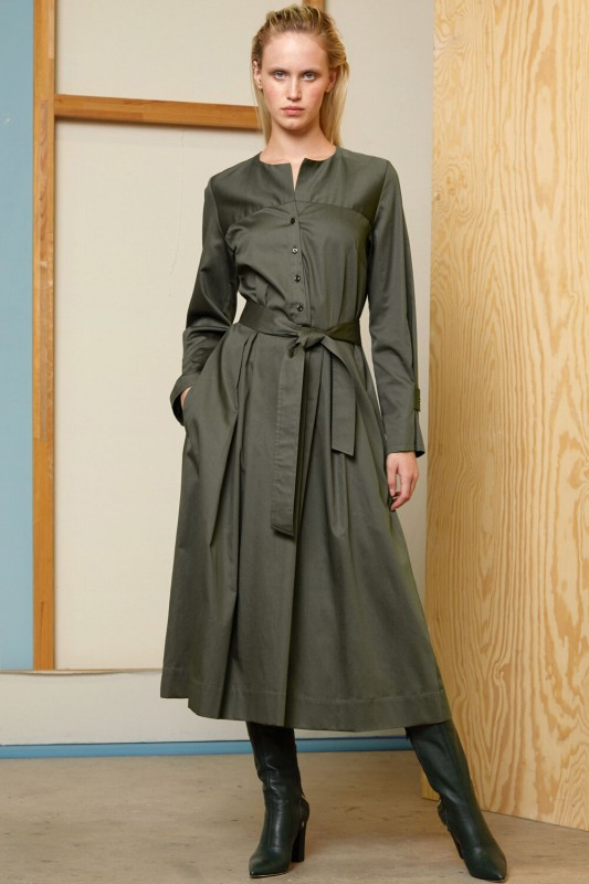 Langes Kleid aus Baumwollsatin